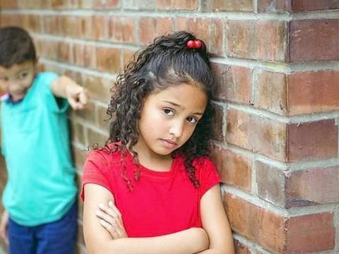 孩子在学校受欺负怎么办?父母不负责任教育