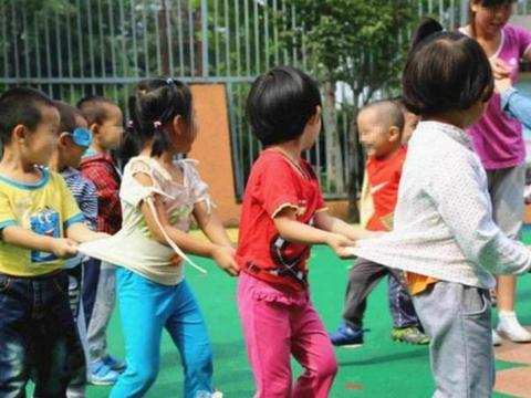 """幼儿园大班退学频繁,学生变得""""寥寥无几"""",过来人:坚决不退"""