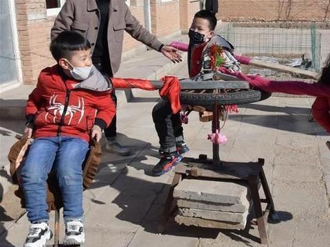 """""""宅""""出新境界!内蒙古一农民在家里造出游乐场"""