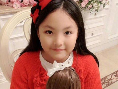 富养女没错,李湘晒王诗龄画作被赞,她完美遗传了爷爷的基因
