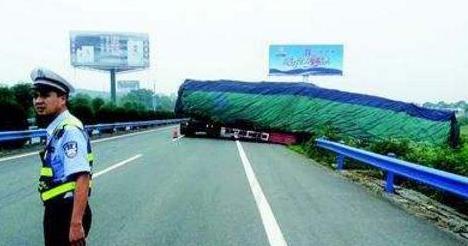 高速上错过了出口不要倒车,交警教你一个好办法,不仅合法还安全