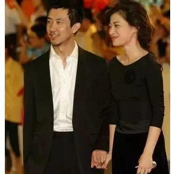 梅婷曾是他的前妻,李小冉曾为他堕胎,如今49岁的他低调结婚