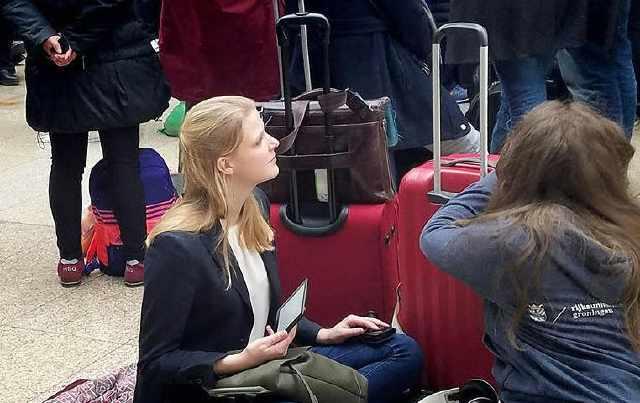 法国女孩来中国留学,刚回国就瘫坐在地:太不方便,还是中国好!