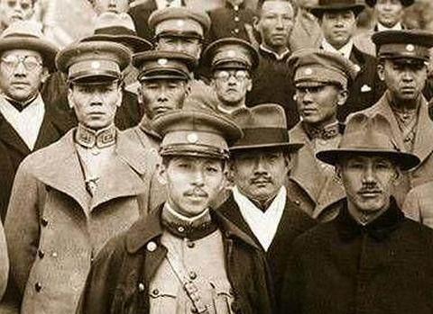 蒋介石给张学良挖了个坑,死了1万人,张学良是如何报复的?
