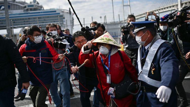 日本官方2人感染,情况危急!右翼骂安倍无能,叫嚣取消奥运会!
