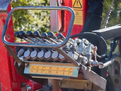 拖拉机电路图的表达方法与识读技巧