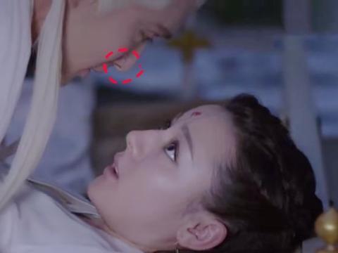 帝君套路凤九太甜了,两人初次拥吻好激烈,帝君鼻头是亮点