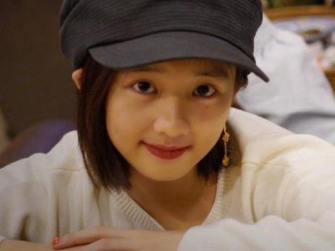 黄磊女儿染回黑发后,又爱上打耳洞戴耳环,13岁打扮不像未成年