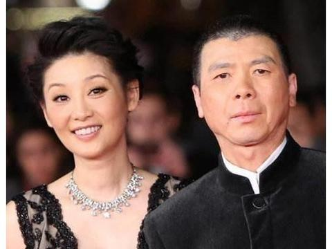 49岁徐帆与冯小刚一家三口照曝光:小女儿徐朵非亲生却视如己出