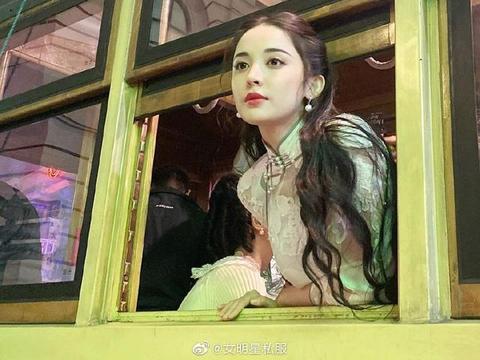 古力娜扎新剧《十二谭》中民国风造型,穿洋装的富家大小姐即视感