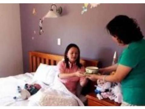 """宝妈给住院的婆婆吃泡面,遭宝爸掌掴后怒怼:""""月子仇记一辈子"""""""