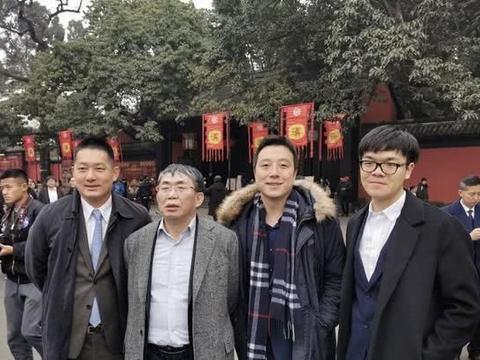 柯洁是世界冠军,上了清华大学,为何要选修方天丰老师的围棋课