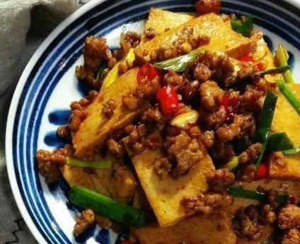美食推荐:千叶豆腐,冻豆腐红烧肉,丸子大杂烩,香椿炒鸡蛋