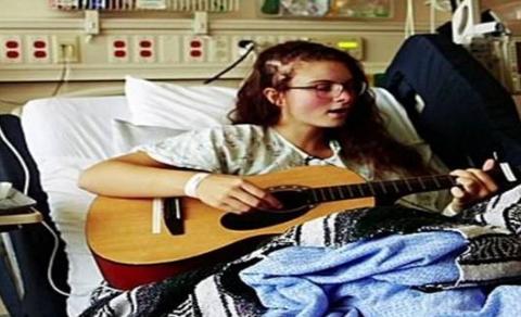 边做脑部手术边唱歌,美国音乐性癫痫少女重获声线