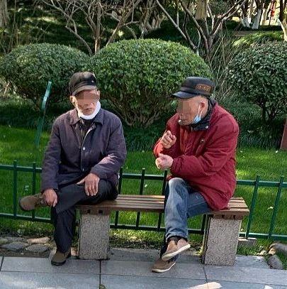 还没到放飞自我的时候!杭州街头开始有人摘口罩了,但专家的话不能只听一半…