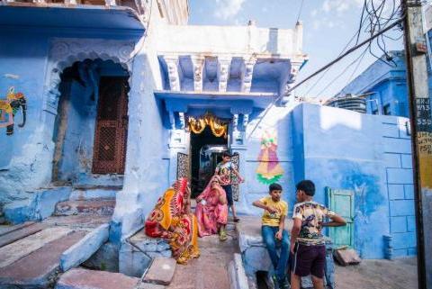 中国女游客在印度旅游,无意间闯进印度人家里,接下来会发生什么