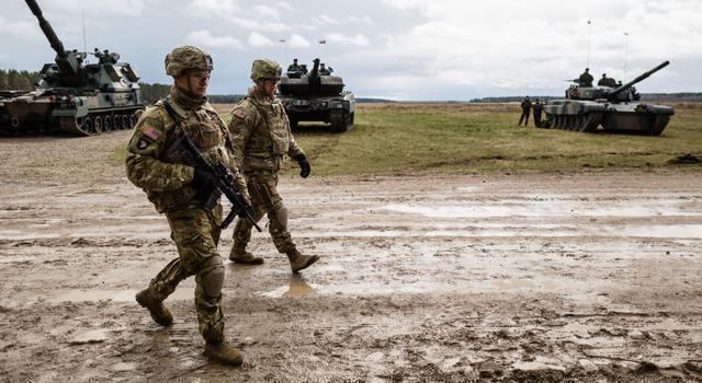 美战机逼近俄防长挑衅,大批装甲车逼近俄边境,克宫终于不再忍耐