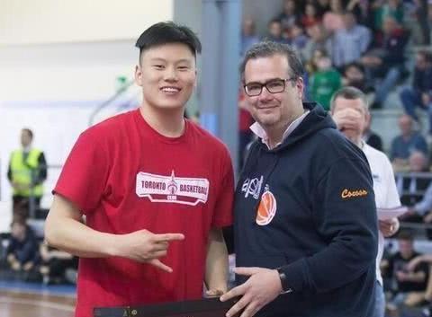 厉害了!李弘权入选加拿大高中全明星 成中国篮坛历史第一人