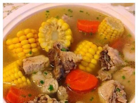 精选美食:排骨毛豆双瓜汤,素鸡辣炒莴笋,腌黄瓜,肉片炒秋葵