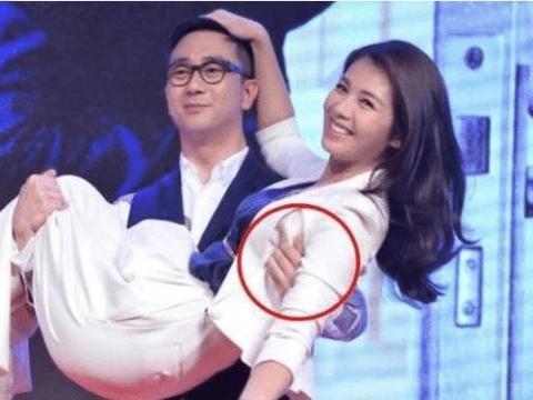41岁刘涛被王自健当众公主抱,谁注意到他手部动作一脸的无奈