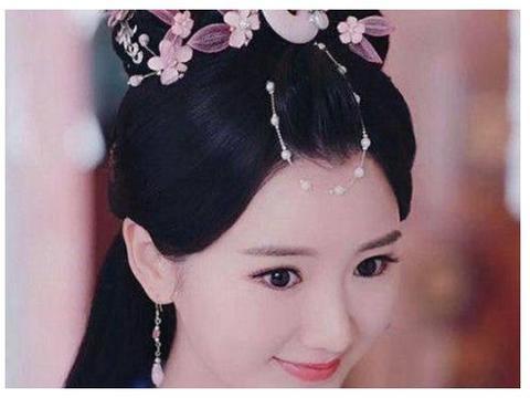 古装中用珍珠发饰的女星,杨颖美艳,唐嫣霸气,范爷像帐篷