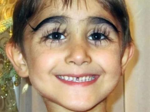 """俄罗斯男孩睫毛长度逆天,长达4.3厘米,真正的""""睫毛精"""""""