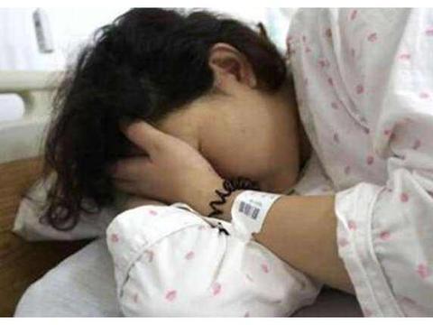 孕妇引产八个月双胞胎儿子,知道原因后医生护士泪流满面