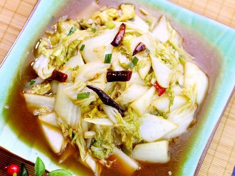 做法简单的醋熘白菜,营养丰富,酸味适中,开胃又下饭