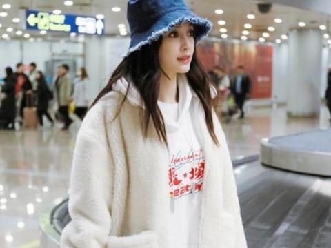 辣妈杨颖现身机场,这套搭配保暖又软萌,baby越来越有女人味了