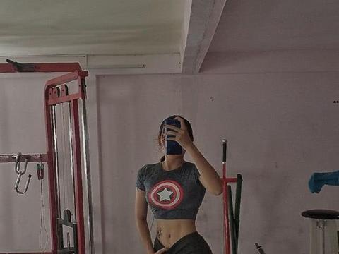 越南17岁女孩曾因肥胖被嘲笑像男生,减肥后变美女还成健身教练