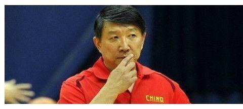 他是中国篮坛的传奇教头,怒怼郭艾伦重用赵继伟,重返亚洲之巅