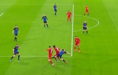 德甲-莱万两球献准绝杀 格纳布里1球两助攻 拜仁3-2险胜帕德博恩