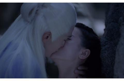 三生三世枕上书:东华受伤,凤九回归本体,山洞中两人忘情拥吻