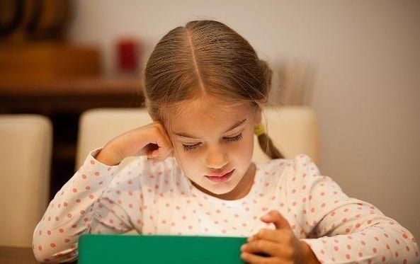 孩子为什么会得近视眼?除了沉迷玩手机,这几种情况常被家长忽视