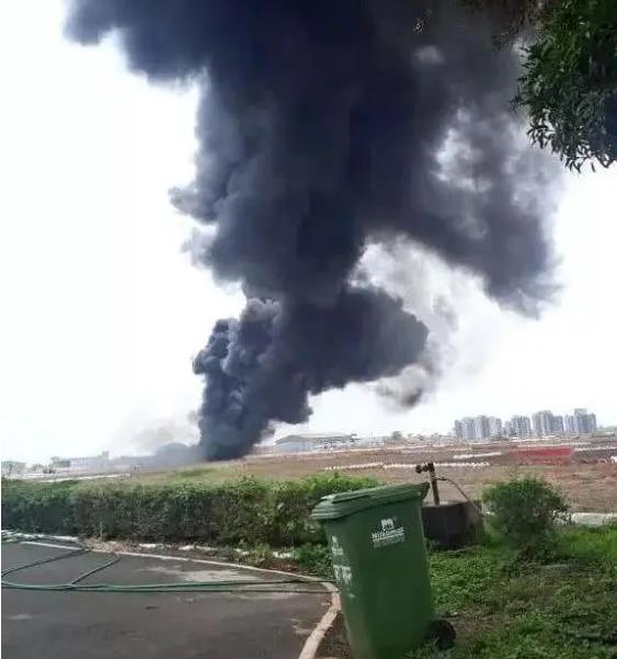 10点30分,一架米格-29K舰载机硬生生坠毁,两名飞行员紧急跳伞