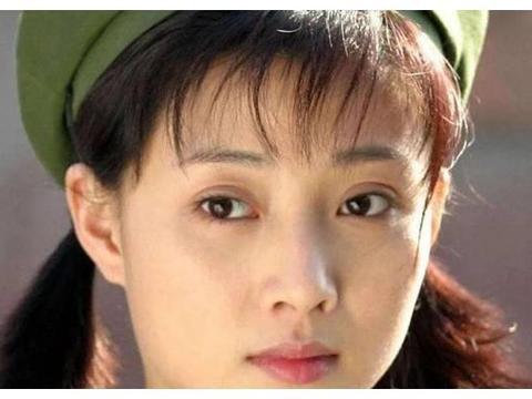 她是军校校花,24岁飞黄腾达嫁给富豪,丈夫却被判入狱10年