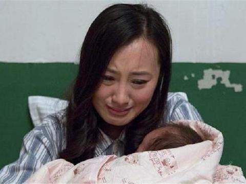 """高龄产妇生下""""猪八戒"""",丈夫面露嫌弃!医生的话救下孩子一命"""