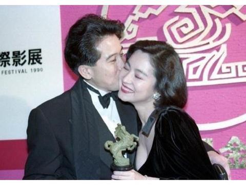 林青霞秦汉30年前合影曝光,两人亲密搂在一起,男才女貌非常养眼