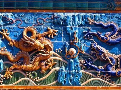 北海九龙壁上只有9条龙?错,群龙密集超出你的想像!