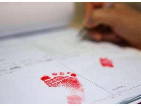 为什么宝宝出生后,护士要让婴儿按上一个脚印,有什么用呢?