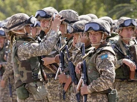 哈萨克斯坦一武器库被搬空,逃逸士兵当天就被抓获,差点闯下大祸