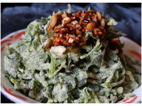 这个菜的叶子常常被扔进垃圾桶,太浪费了,加点面粉蒸一蒸很好吃