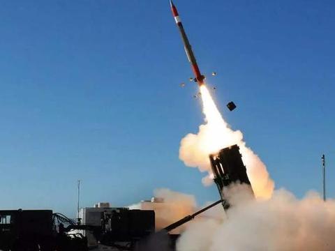 再发起攻击,胡塞武装发射数枚弹道导弹,沙特爱国者系统火力全开