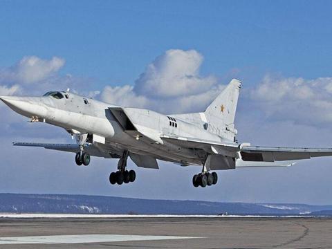 阿萨德终于放心了,俄轰炸机飞向中东,专门轰炸土耳其坦克