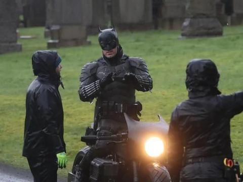 《新蝙蝠侠》曝光片场片段,帅不过3秒哈哈哈哈