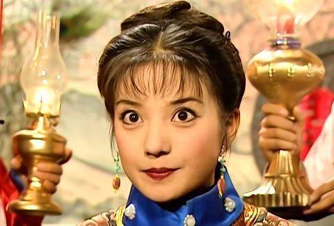 还珠: 大婚当天, 为啥宫女都围着小燕子, 紫薇身边只有金锁