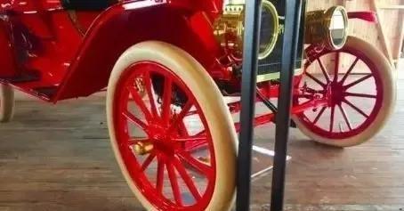 汽车改装如此发达的今天,为何不会出现个性的彩色轮胎