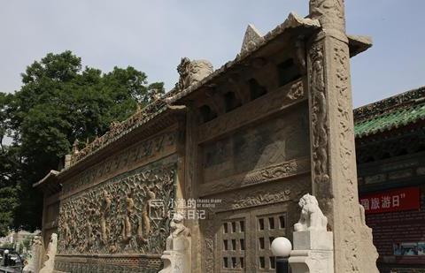 西安周边小县城,闹市街边一面墙,竟能媲美故宫九龙壁?全国罕见