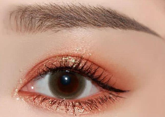 心理测试:你喜欢哪一种眼妆,测你身上最招桃花的是哪一点