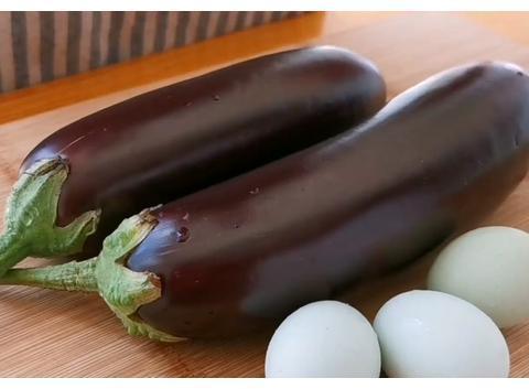 茄子不要炒着吃,加3个鸡蛋,比吃红烧肉还香,吃一次就忘不了